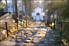Žvilgsnis nuo šventoriaus kalvos iki vartų. Iš parapijos archyvų